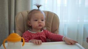 母亲喂养子项 愉快的系列 影视素材