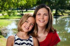 母亲女儿 免版税库存图片