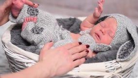 母亲婴孩的定象手充满爱的 影视素材