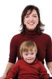 母亲微笑的儿子 免版税库存照片