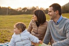 母亲父亲和他们的小女儿 免版税库存图片