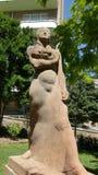 母亲雕象 免版税库存照片