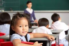 母学生纵向在中国学校 免版税库存照片