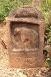 母牛和小牛纪念品石头 库存图片