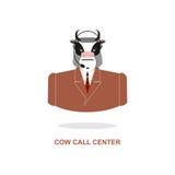 母牛电话中心 与耳机的公牛 牲口服装 免版税库存图片