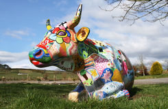 母牛绘了 免版税库存照片