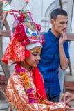 母牛GaijatraThe节日的一个女孩  图库摄影