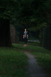 母赛跑者连续城市公园 库存图片