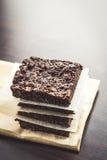 每个片断分别地包装与坚果的巧克力软糖 库存图片