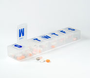 每周配件箱的药片 库存图片