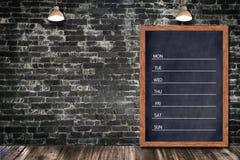 每周黑板日历,黑板办公室餐馆装饰酒吧的家的标志菜单 免版税图库摄影