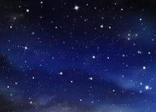 每夜的满天星斗的天空 免版税库存图片