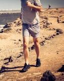 每天早晨他经过进一步跑改进他的健身 库存照片