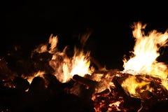 每年地方村庄篝火在Potzbach,德国 免版税库存图片