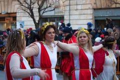 每年服装狂欢节的意大利妇女 库存图片