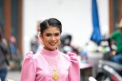 每年花节日游行的一名妇女在泰国 免版税图库摄影