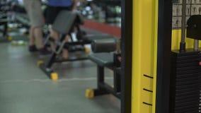 每日健身房大气,人为锻炼做准备,带来健身设备 股票录像