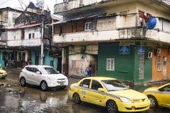 每日在热带雨以后的被充斥的街道在冒号巴拿马 库存照片