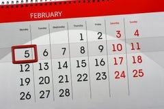 每日月被隔绝的日历调度程序2月2018 5日 免版税库存图片