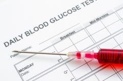 每日血糖测试和样品bloodin注射器 免版税库存图片