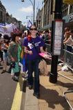 每年自豪感行军通过庆祝同性恋者的伦敦, Lesbia 免版税库存照片