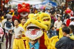 每年,在第1个阴历月的第4天,东Ky村庄举行一个爆竹节日 免版税库存图片