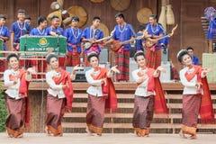 每年Lumpini文化节日的传统舞蹈家 库存照片