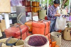 每年Lumpini文化节日的工艺品卖主 免版税库存图片