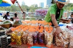 每年Lumpini文化节日的快餐卖主 库存图片