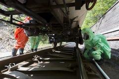 毒性在坦克下的化学制品酸紧急队 免版税库存图片