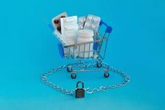 毒瘾、医疗恶习和麻醉剂勾子和依赖性概念 片剂药剂过量 免版税库存图片