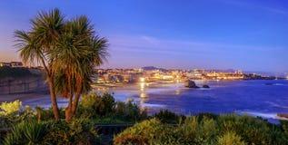 比亚利兹市和比斯开湾在晚上,法国 免版税图库摄影