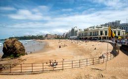 比亚利兹海滩看法在多云天空下 库存照片