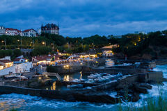 比亚利兹,法国在晚上 库存照片