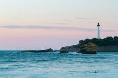 比亚利兹,法国灯塔在晚上 库存图片