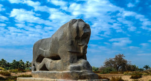 巴比伦狮子雕象在巴比伦破坏伊拉克 免版税图库摄影