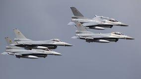 比利时人空军队F-16战斗机飞行形成 免版税库存照片