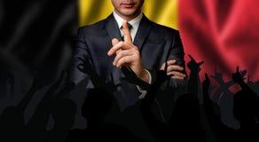 比利时候选人与人人群谈话 免版税库存图片