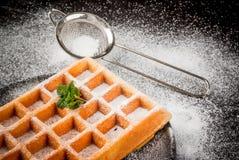 比利时华夫饼干,洒与搽粉的糖 库存图片
