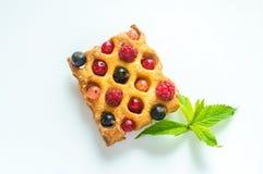 比利时奶蛋烘饼用新鲜的莓果 免版税图库摄影