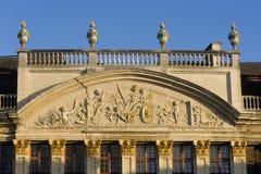 比利时布鲁塞尔布鲁塞尔大广场 它由丰富的市政厅围拢 免版税库存图片