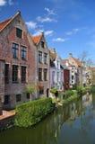 比利时布鲁日 老运河前面大厦 免版税库存图片