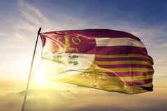 比利时旗子纺织品挥动在顶面日出薄雾雾的布料织品列日Luik省  库存图片
