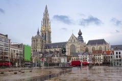 比利时 antsy 安特卫普大教堂 对鲁文斯的纪念碑 库存照片