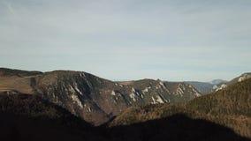 比利牛斯山脉的小山鸟瞰图在Occitanie,法国 影视素材