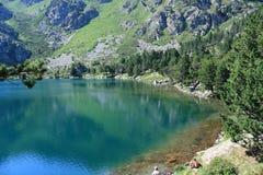 比利牛斯山脉的湖在Ariege,法国 免版税库存照片