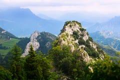 比利牛斯岩石风景  免版税图库摄影