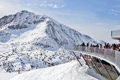 比利牛斯,安道尔- 2017年2月11日:在滑雪倾斜的咖啡馆关于 免版税库存图片