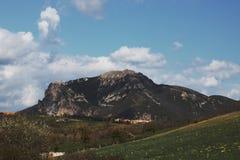 比加拉什在Corbieres,法国峰顶  库存图片