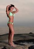 比基尼泳装可爱的妇女年轻人 免版税库存图片